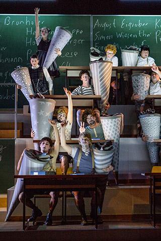 Die Schule oder das Alphabet der Welt Ensemble © Sakher Almonem
