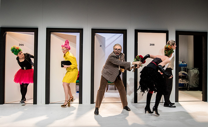 Il matrimonio segreto  Etelka Sellei, Florence Losseau, Philipp Kranjc, Svenja Isabelle Kallweit, Florens Matscheko  © Sakher Almonem