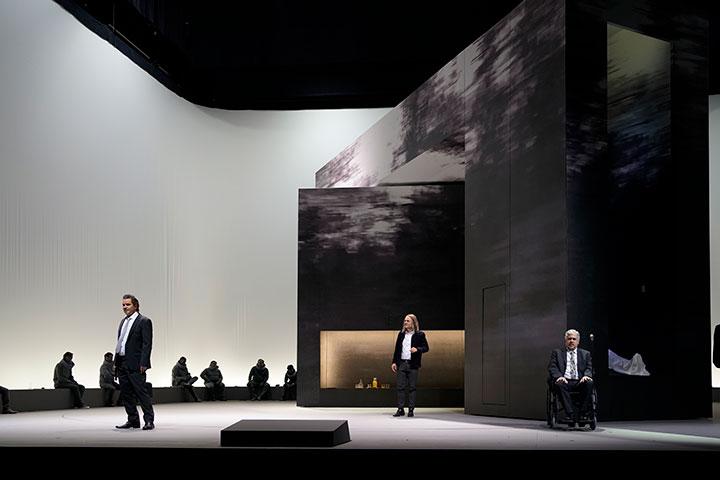 I Capuleti e i Montecchi  Joshua Whitener, Michael Wagner, Dominik Nekel, Herrenchor © Reinhard Winkler