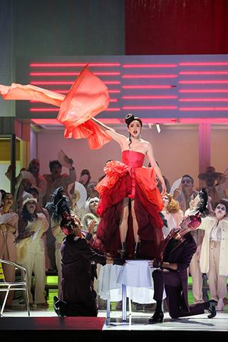 La Bohème  Ilona Revolskaya, Statisterie und Chor © Barbara Pálffy