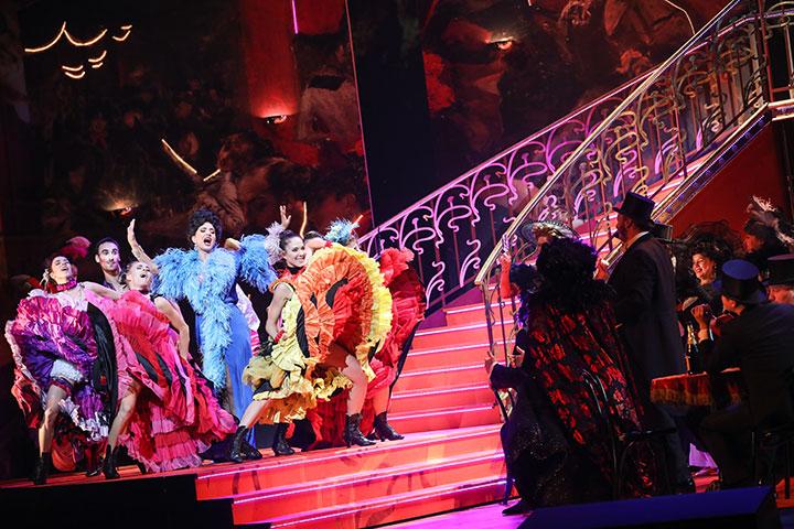 Der Graf von Luxemburg  Ani Yorentz, Tanzensemble, Chor © Barbara Pálffy
