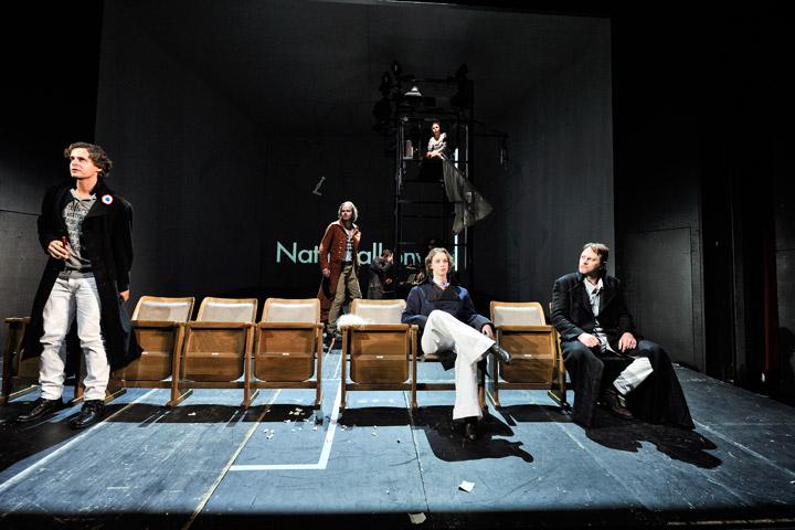 Dantons Tod Christian Manuel Oliveira, Klaus Köhler, Björn Büchner, Barbara Novotny, Katharina Wawrik, Joachim Rathke © Patrick Pfeiffer